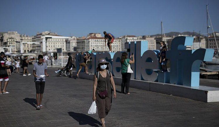 """Coronavirus: Franta declara Parisul si Marsilia """"zone cu risc"""""""