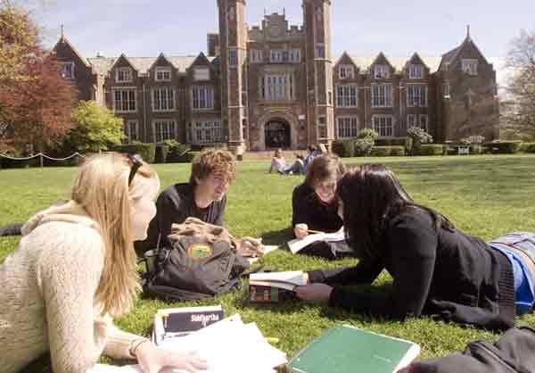 Numarul De Studenti Romani Din Marea Britanie, In Crestere. Peste 10.000 De Studenti Romani Inscrisi La Universitati Din Marea Britanie