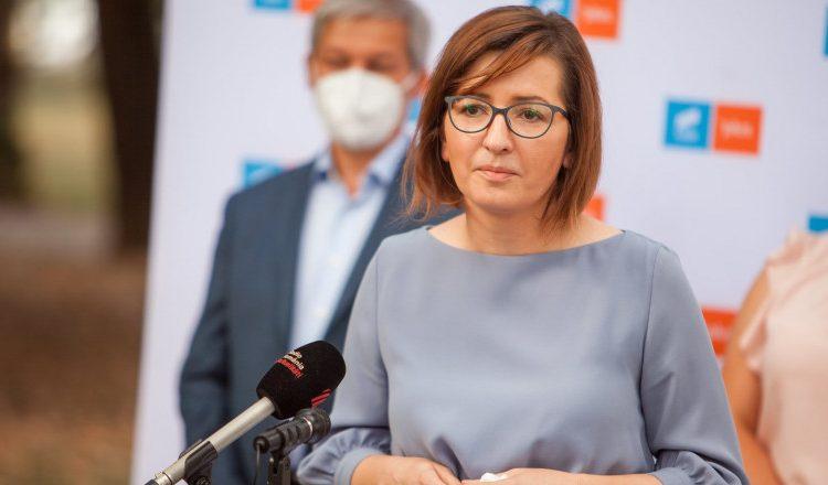 Ministrul Sanatatii, Ioana Mihaila, a fost convocata de PSD luni in Parlament sa prezinte raportul preliminar privind decesele COVID-19.